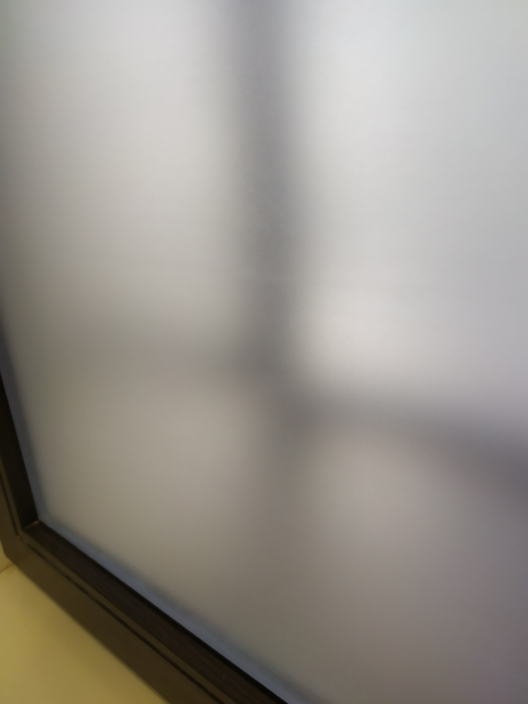Качество наклейки матовой пленки на окно