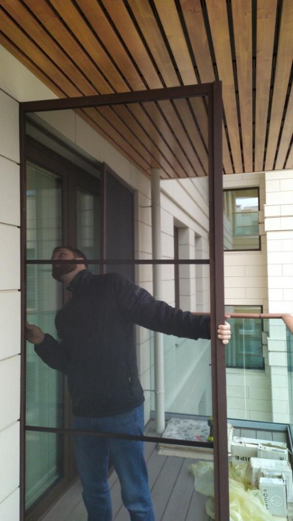 Высота двери - почти три метра. Площадь проема - почти десять метров.