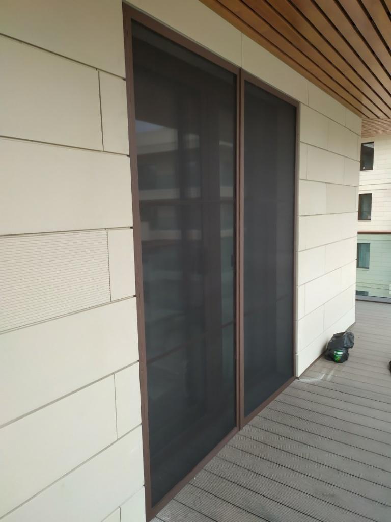 Двустворчатая москитная дверь АНТИПЫЛЬ - вид снаружи