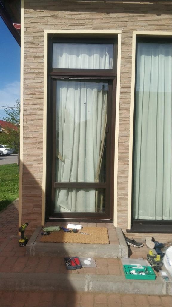 Рулонная москитная сетка на дверь - ОТКРЫТОЕ состояние