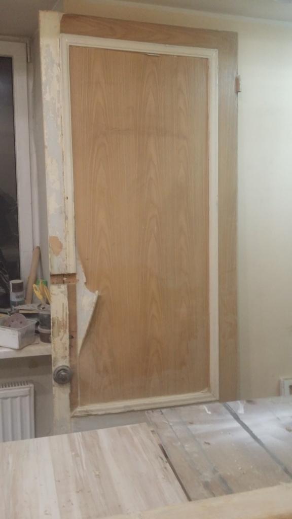 Внутренняя дверь перед реставрацией