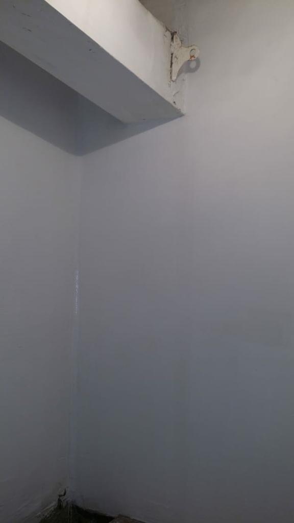 Восстановленная стена и собранный дымоход.