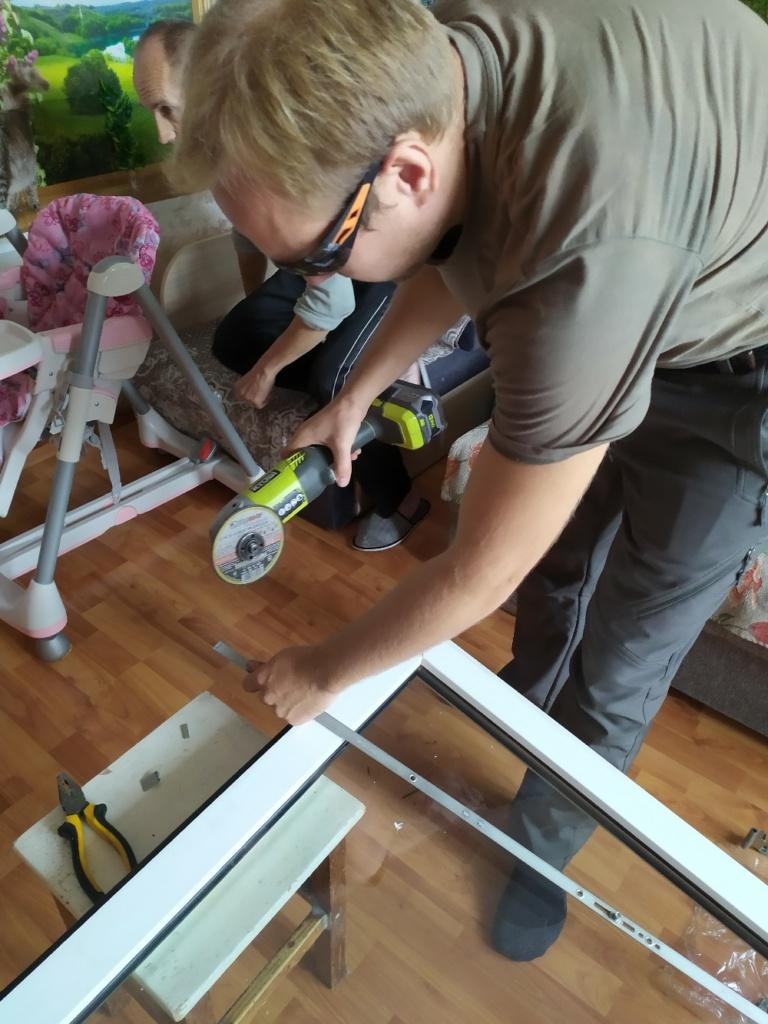 Замена поворотной фурнитуры балконной двери на поворотно-откидную